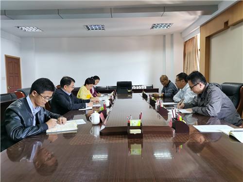 省侨联党组成员、副主席林俊德在座谈会.jpg