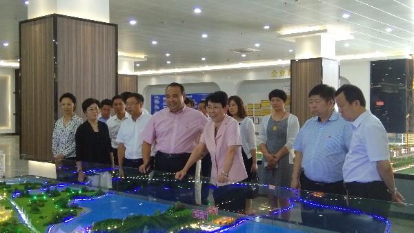 5.一行人在侨资企业祥兴集团调研.jpg