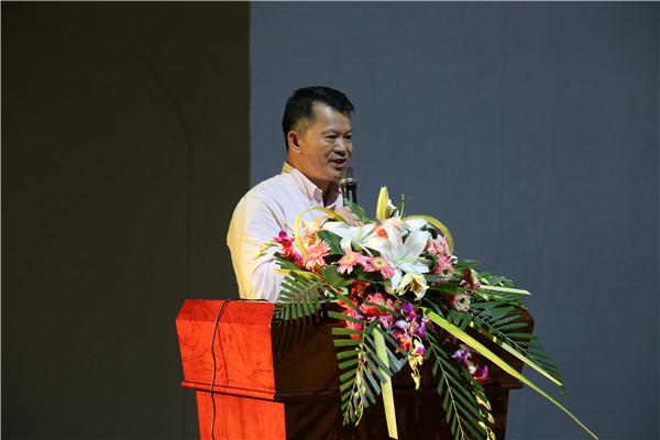 3.省社科院副院长李鸿阶作演讲.JPG