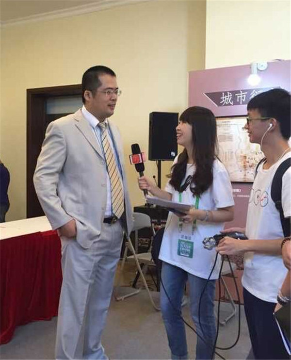 北京国际图书博览会上接受采访_副本_副本.jpg