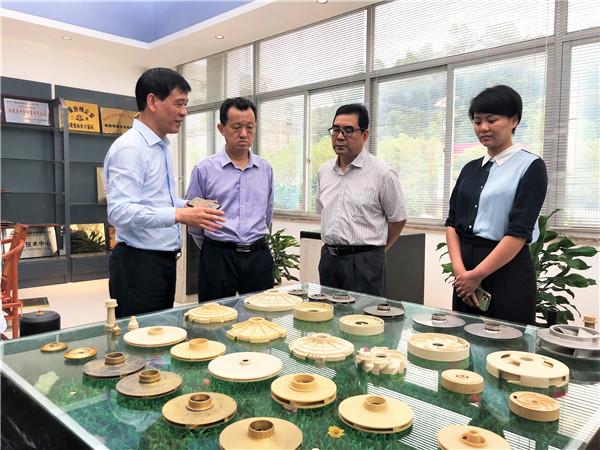 图为陈式海(左二)一行走访福安市侨资企业。黄恺枫 摄.jpg