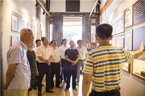 参观学习华侨华人投身抗战的爱国史.jpg