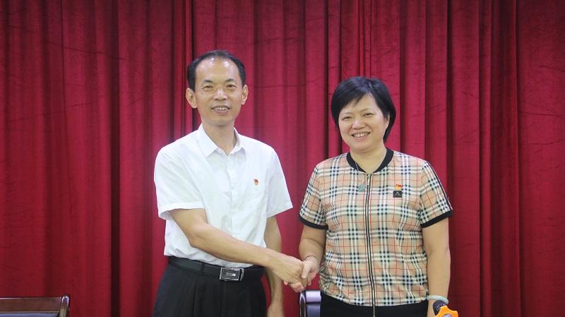 2党支部新老书记交接仪式.JPG