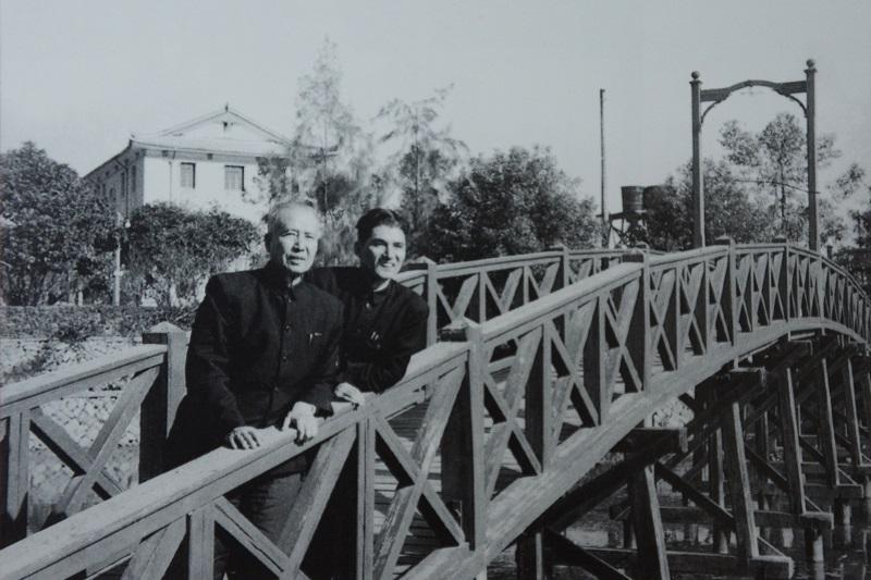 1959年,庄希泉在福州考察时与庄炎林在西湖饭店.JPG