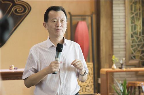 中国侨联副主席、省侨联主席陈式海发言.jpg