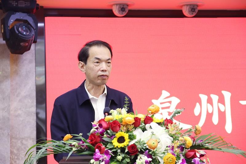 6陈海涛二级调研员宣读信息传播工作表扬文件.jpg