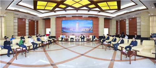 集美大学、集美区领导就校地双方共建、发展进行座谈交流.jpg