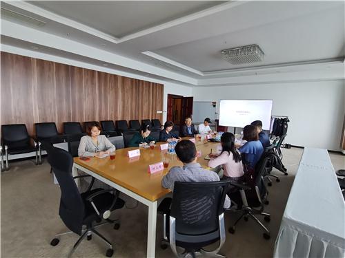 图二:与厦门英蓝集团的相关负责人座谈.jpg