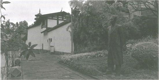 位于福州市鼓楼区道山路第一山弄7号的邓叔群故居 ,立像为邓叔群弟弟邓拓.png